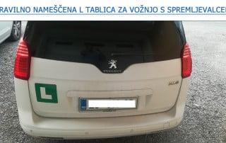 Pravilno nameščena L tablica za vožnjo s spremljevalcem