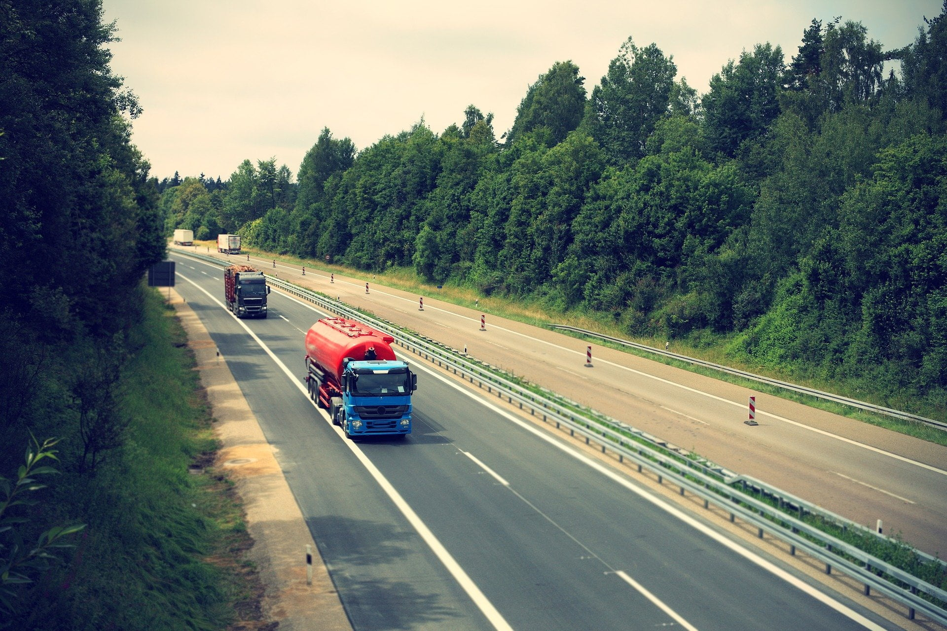Na avtocesti A1 prepoved prehitevanja za tovorna vozila nad 7,5t